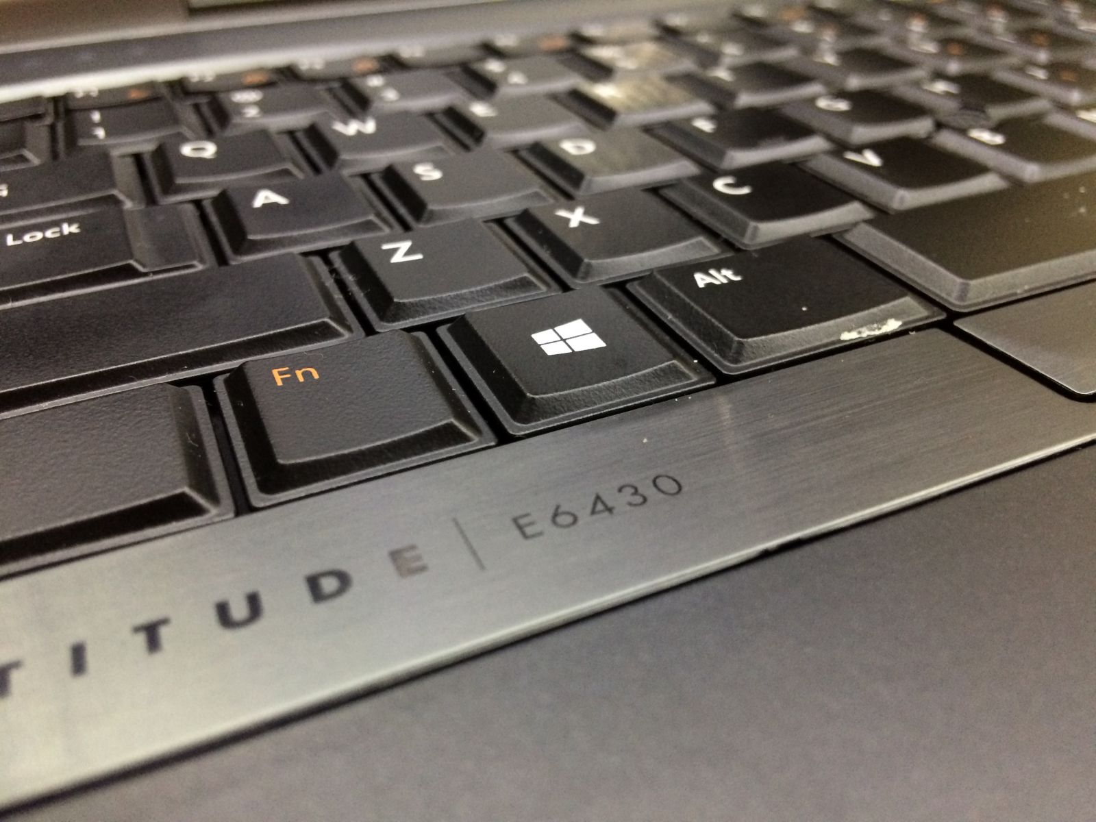 DELL LATITUDE E6430 I5 VGA RỜI (i5 3310M 2.6 GHz, ram 4gb, ssd 120gb, 14 inch)